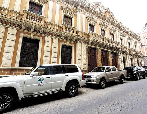 Entidad. El edificio de la Gobernación de La Paz, en la calle Comercio.