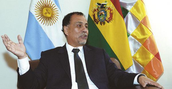 El diplomático argentino Normando Álvarez garantizó que su país comprará más gas natural boliviano. Busca pactar nuevos negocios