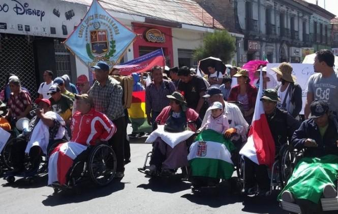 Personas con discapacidad inician caravana rumbo a La Paz y rechazan convocatoria de Ministra