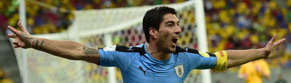 Luis Suárez celebra un gol frente a Brasil.