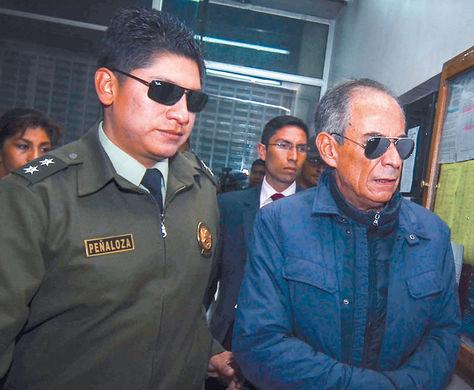 Proceso. El vocal Fernando Ganam es llevado a celdas judiciales.