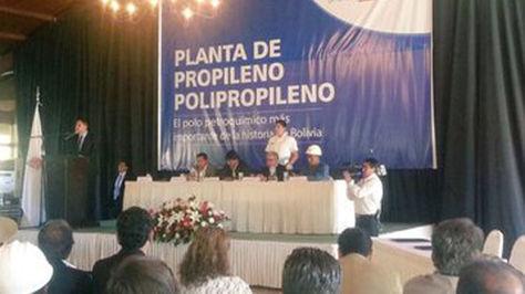 Acto de la firma de crédito para la inversión de la Planta Propileno y Polipropileno en Bolivia