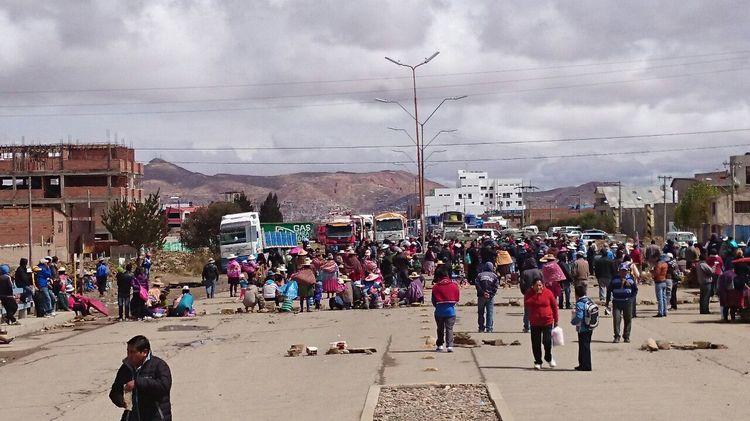 Bloqueo en Oruro que conecta con Potosí, Tarija y provincias. Foto: Juan Mejía
