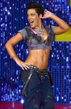 La cantante Pink en los premios de 2003.