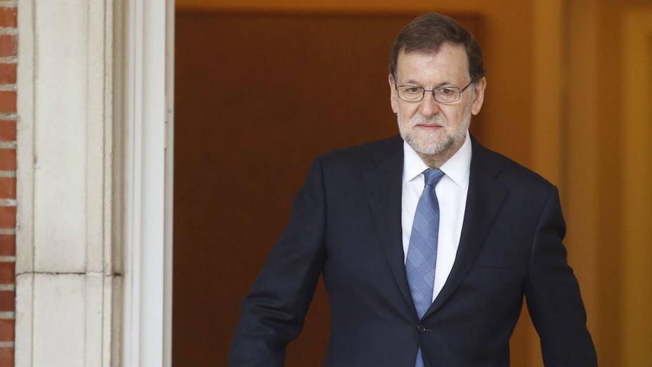 El jefe del Gobierno español en funciones, Mariano Rajoy, y su Partido Popular se mantienen a la cabeza de las encuestas.
