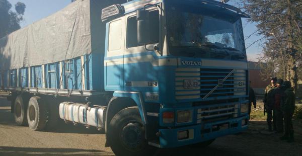 Este es el camión que contenía ropa usada que fue interceptado por presuntos contrabandistas