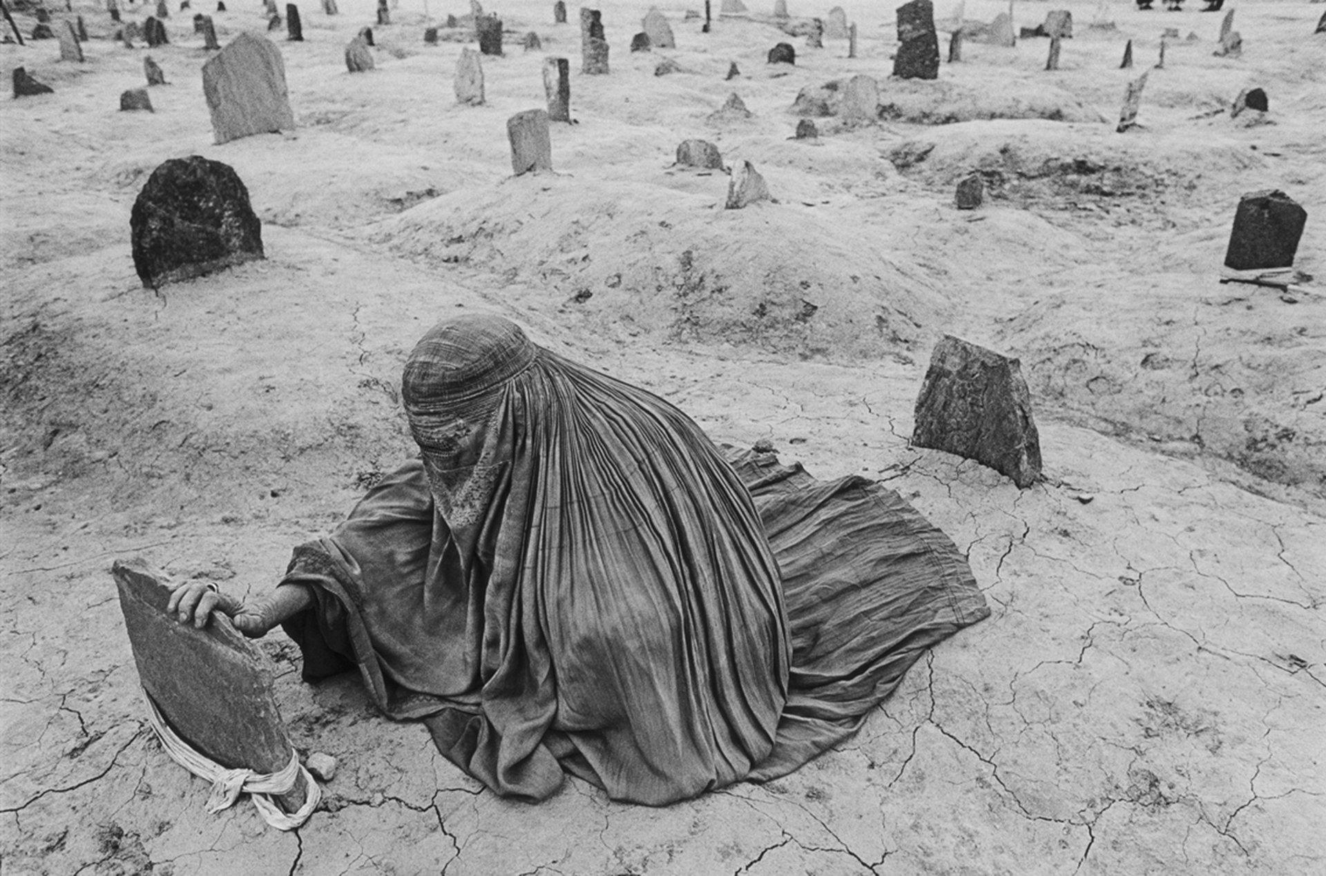 (Afganistán, 1996). Sus trabajos, en su mayoría en blanco y negro, abarcan las guerras de El Salvador, Nicaragua, Guatemala, Líbano, Gaza y Cisjordania, Israel, Haití, Uganda y Chechenia, Afganistán, el genocidio de Ruanda y los fratricidios