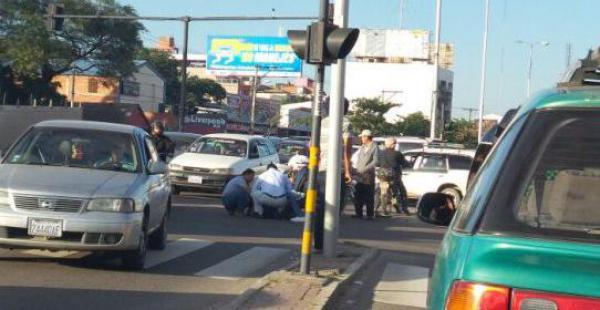 El herido fue socorrido inmediatamente y una ambulancia de Bomberos lo llevó hasta un hospital