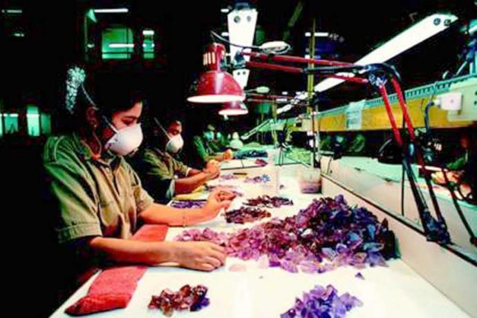 POTENCIAL. La explotación y tallado de la Bolivianita podría generar miles de empleos.