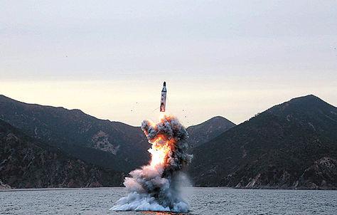 El misil en el Mar del Este. Foto: EFE