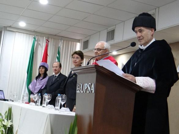 El rector de la UPV Iñaki Goirizelaia Ordorika, durante el juramento a los Doctores