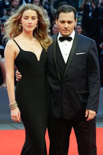 Amber Heard y Johnny Depp en el festival de cine de Venecia en 2015.
