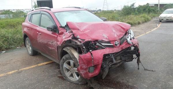 Esta vagoneta, aparentemente robada, fue la causante de un accidente que dejó a una persona fallecida
