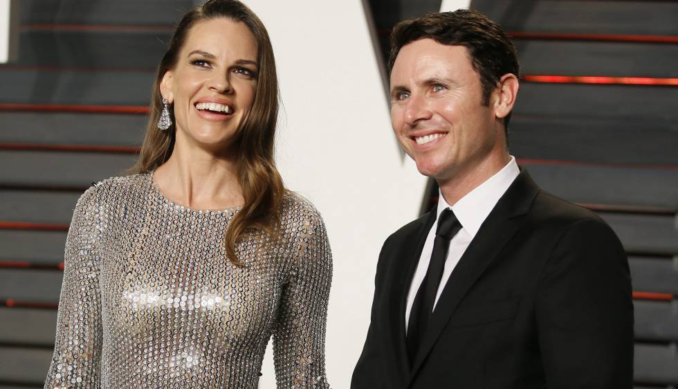 Hilary Swank y su entonces pareja, Ruben Torres, en la fiesta de 'Vanity Fair' organizada tras la ceremonia de los Oscar el pasado mes de frebreo.rn rn