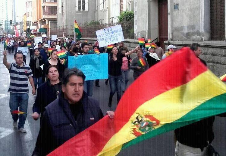 La marcha en la ciudad de Cochabamba. Fotos tomadas del Facebook de Reynaldo Flores Díaz.