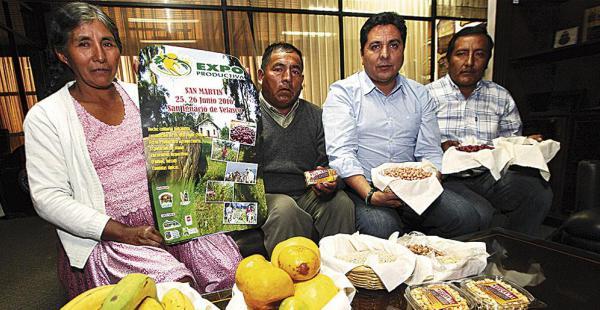 El alcalde (a la dcha.) con dos de los dirigentes de San Martín