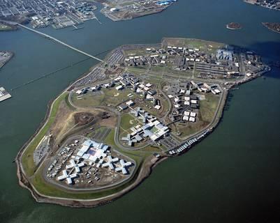 Vista aérea del complejo penitenciario en la isla Rikers, en Nueva York./ AP