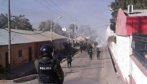 En un intento de los trabajadores por bloquear vías de la ciudad de Cochabamba, la Policía gasificó al sector. Foto: Fernando Cartagena