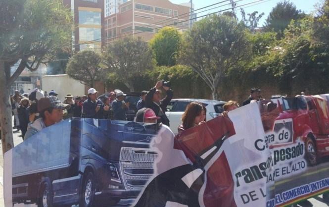Empresarios del transporte internacional viajan a Arica a denunciar abusos