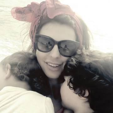 La mujer de Alejandro Sanz, Raquel Perera, con los dos hijos de la pareja.