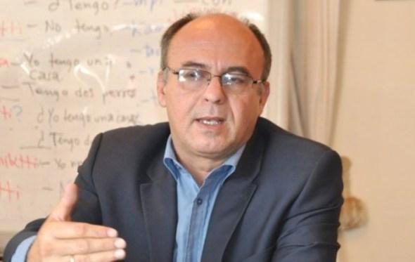 """Diputado de UD le sugiere al ministro de Defensa que escriba del Silala y no del """"Zapatazo"""""""