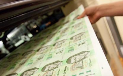 Billetes con valor de 200 pesos en la fábrica del Banco de México (Banxico)