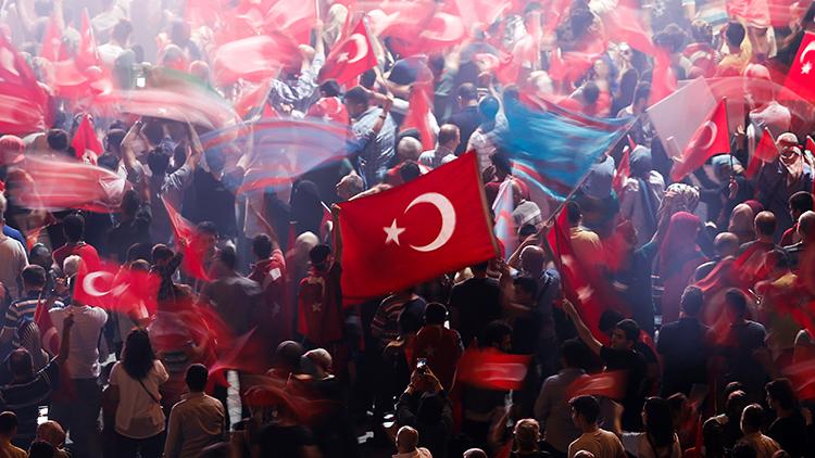 Una congregación multitudinaria en Ankara