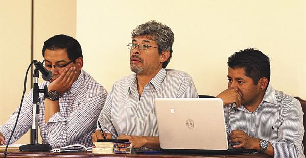El equipo de fiscales y abogados del Ministerio de Gobierno durante el juicio por terrorismo. El fiscal Óscar Vera no asistió ayer