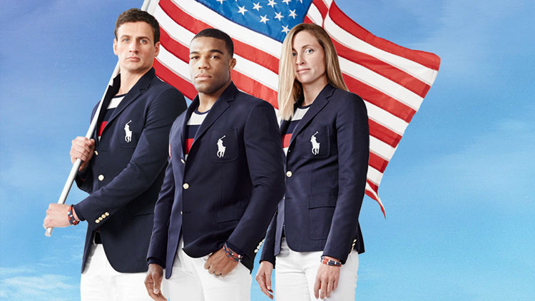 Los deportistas de EE.UU. Ryan Lochte, Jordan Burroughs y Haley Anderson en su unifirme olímpico.