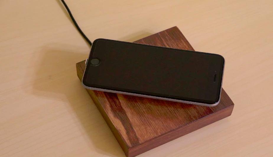 Gracias al magnetismo, este increíble dispositivo cargará la batería de tu smartphone mientras este flota en el aire. ¿Te gusta? (Foto: Captura)