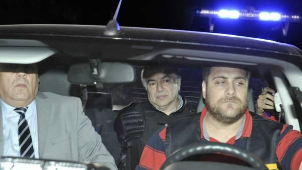 Lázaro Báez la noche que quedó detenido en el Aeropuerto de San Fernando. Foto Pedro Lázaro Fernández.