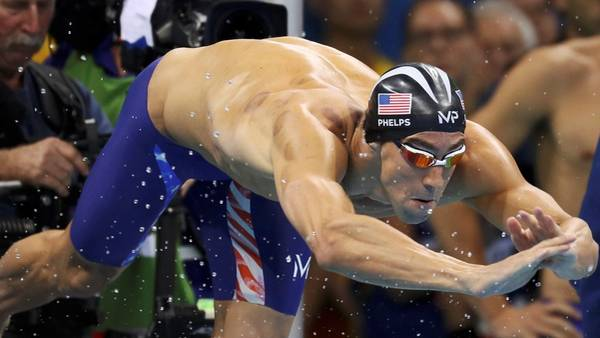 2016 Rio Olympics - Swimming - Final - Men's 4 x 100m Freestyle Relay Final - Olympic Aquatics Stadium - Rio de Janeiro, Brazil - 07/08/2016. Michael Phelps (USA) of USA dives to start. REUTERS/Stefan Wermuth FOR EDITORIAL USE ONLY. NOT FOR SALE FOR MARKETING OR ADVERTISING CAMPAIGNS.