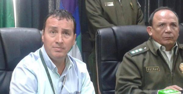 El autor de la golpiza a un guardia de un condominio compareció en rueda de prensa a lado del comandante Sabino Guzmán