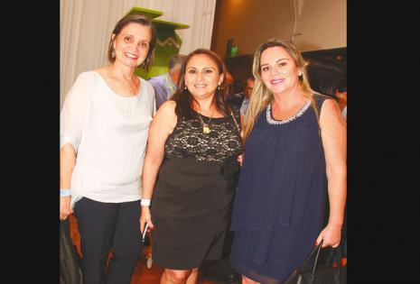 /las damas también. Maria Steer, Verónica Estévez Y Gabriela Ortiz aprovecharon el encuentro para ponerse al día