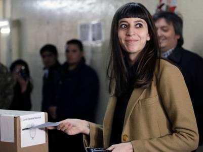 Florencia Kirchner tiene asignados 24 efectivos federales para su custodia. Foto Walter Díaz.