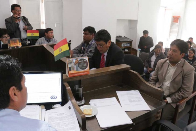 fiscalización. El alcalde de Sucre, Iván Arciénega, presentó ayer un informe al pleno del Concejo Municipal.