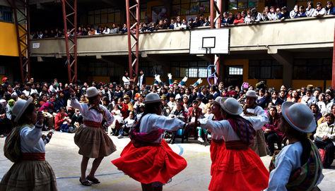 Acto cívico en el liceo La Paz en la urbe del mismo nombre por el día de la madre.