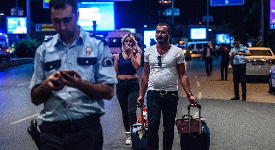 Resultado de imagen para Turquía refuerza la seguridad en los aeropuertos de Estambul por amenaza terrorista