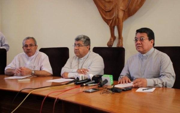 """Obispos de Bolivia claman: """"En nombre de Dios, ¡deténganse!"""