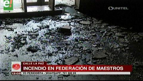 Logran controlar incendio en la Federación de maestros en la calle La Paz