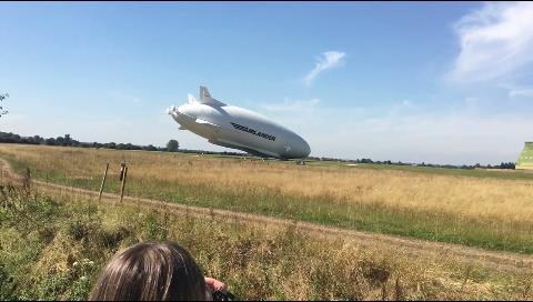 Cae de cabeza 'El Trasero Volador', el dirigible más grande del mundo