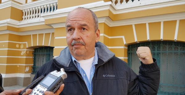 El senador de oposición lamentó las disposiciones aprobadas por el Gobierno contra los cooperativistas mineros.