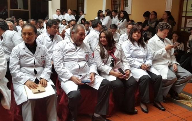 Gobernación entrega 183 ítems institucionalizados a médicos de La Paz y El Alto