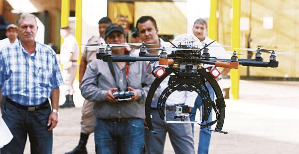 Esta foto fue tomada en 2014, cuando se hizo la presentación del dron y del centro de monitoreo