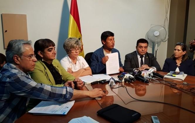 UD se declara en emergencia por reglamento que obliga a senadores a pedir licencia