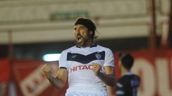 Mariano Pavone, carta de gol en un Vélez que busca rehabilitarse.