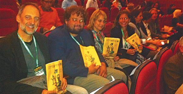 Antonio Orejudo en primer plano, junto a los demás autores que participan de la cita literaria