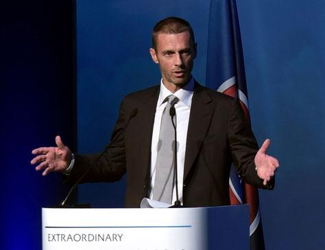 El recién elegido presidente de la UEFA, Aleksander Ceferin, pronuncia su discurso después de la votación en el congreso de la UEFA. Foto: AFP