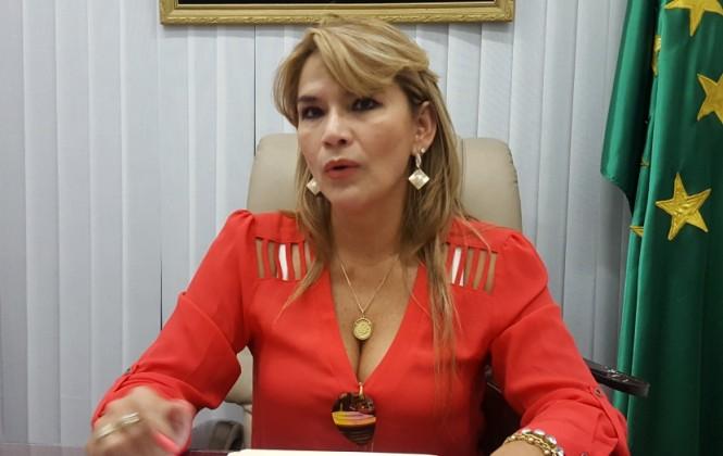 Senadora Añez recomienda a ministra Paco perseguir a delincuentes y no a opositores