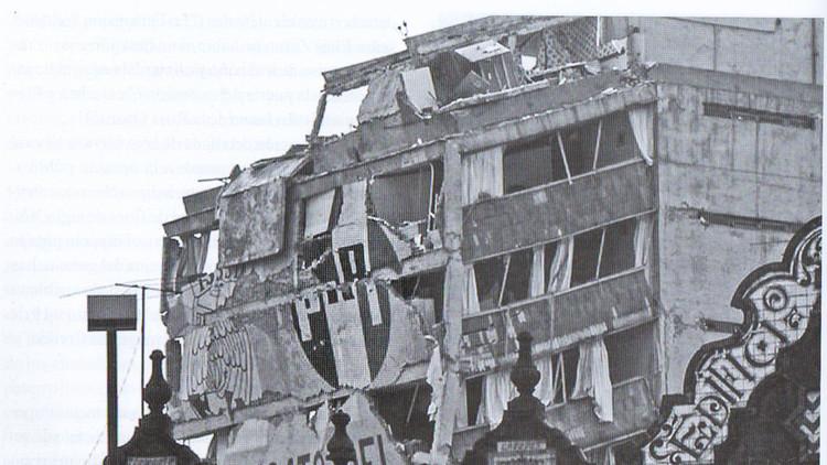 Edificio del Partido Revolucionario Institucional destruido después de los sismos de hace 31 años.